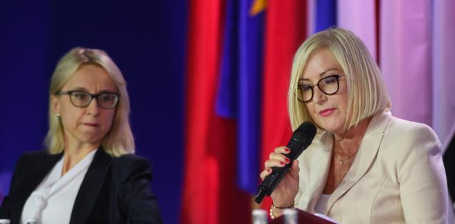 Minister finansów Teresa Czerwińska (po lewej) na Forum w Krynicy.