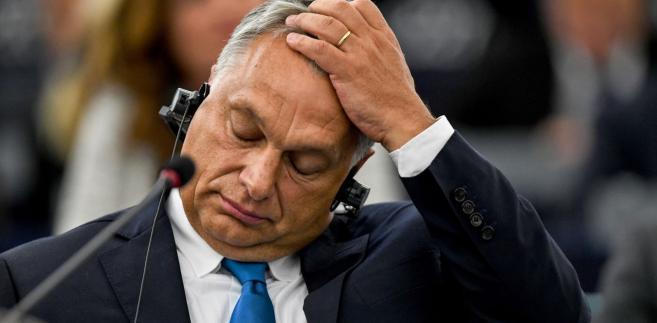 Viktor Orbán mówi wprost: mając kontrolę nad granicami, wpuszczą imigrantów.