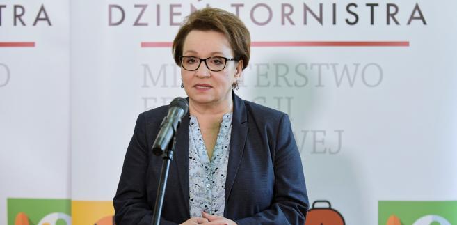 PO w uzasadnieniu wniosku o odwołanie Zalewskiej zarzuca jej, że wprowadzając reformę edukacji wprowadziła do szkół chaos.