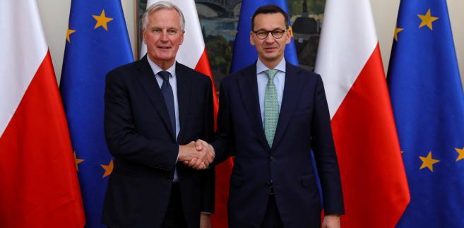 Premier Mateusz Morawiecki i Główny Negocjator Komisji Europejskiej ds. Brexitu Michel Barnier podczas powitania, przed spotkaniem w KPRM w Warszawie.