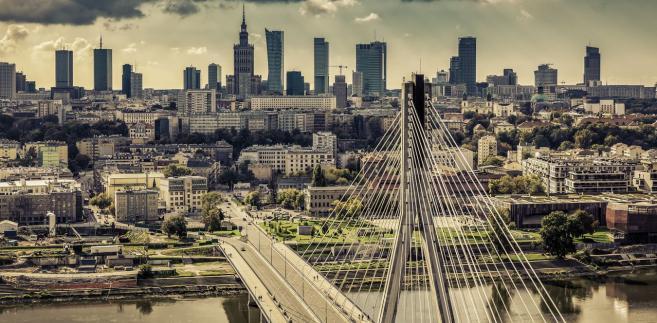 W czwartek rano organizatorzy Marszu Niepodległości odwołali się do sądu od decyzji prezydent Warszawy o zakazie organizacji tego marszu, a wieczorem tego dnia Sąd Okręgowy w Warszawie uchylił tę decyzję.