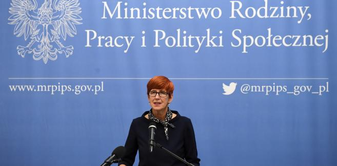 Minister rodziny, pracy i polityki społecznej Elżbieta Rafalska podczas konferencji prasowej