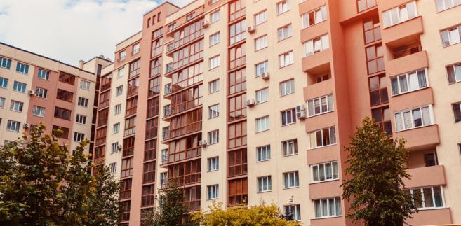 W ocenie Adama Bodnara niezgodny z prawem jest też warunek niezbywalności przez 10 lat prawa do lokalu lub budynku