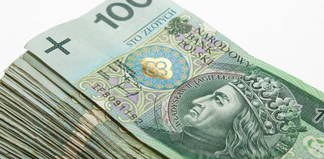 Po tym, jak jeszcze wczoraj polska waluta traciła do euro, dolara i franka, tak dziś względem tych walut zyskuje.