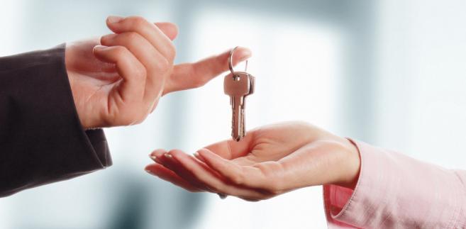 Warto więc wskazać dwa rodzaje umów, które spowodują przeniesienie własności natychmiast po ich zawarciu