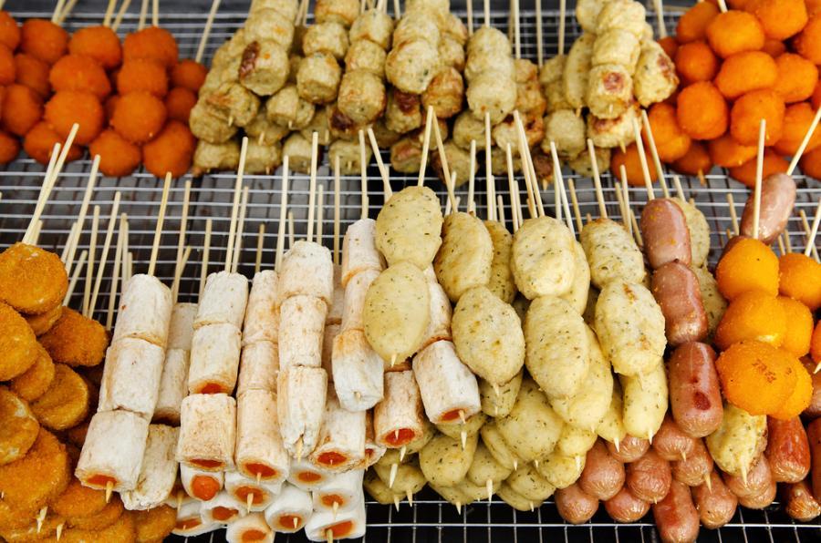Penang w Malezji. Malezyjczycy, Chińczycy i Hindusi, którzy osiedlili się w tym rejonie stworzyli wyśmienitą mieszankę smaków, która ma wpływa na kuchnię.