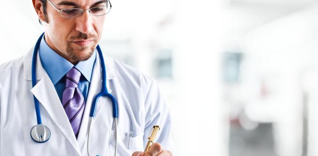 Zmian w sposobie wynagradzania biegłych lekarzy powinien dokonać także resort zdrowia.