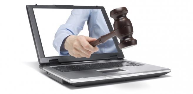 Komornicy twierdzą, że projekt powinien przewidywać wprowadzenie e-licytacji również w odniesieniu do nieruchomości, bo ułatwiłoby to ich sprzedaż. Taka procedura mogłaby mieć zastosowanie np. w ramach trzeciej licytacji, po dwóch bezskutecznych zorganizowanych w tradycyjnej formie